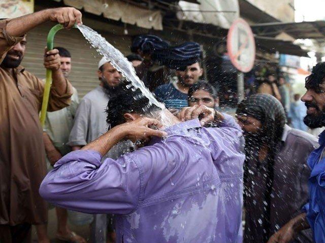 کراچی میں شدید گرمی کی لہر جاری، اندرون سندھ بارش کی پیش گوئی